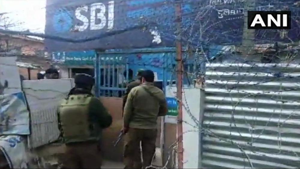 पुलवामा:  CRPF जवानांवर दहशतवाद्यांकडून पुन्हा ग्रेनेड हल्ला, एक जवान जखमी