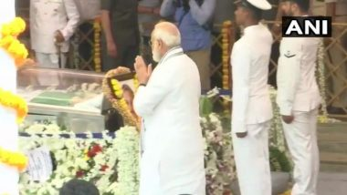 गोवा: मनोहर पर्रिकर यांच्या पार्थिवाचे नरेंद्र मोदी यांनी घेतले अंतिम दर्शन, मिरामार बीच वर होणार अंतिम संस्कार