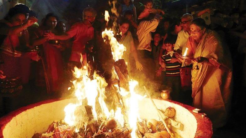 Holika Dahan 2019: हुताशनी पौर्णिमा दिवशी होळी का पेटवली जाते? यंदा होलिका दहन करण्याचा मुहूर्त काय?