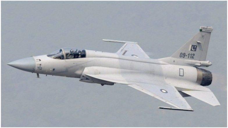 पाकिस्तानची 2 फायटर विमाने LoC जवळ दिसली, भारतीय हवाई दल सतर्क