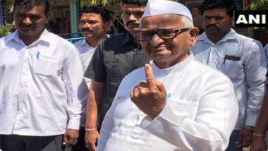 Lok Sabha Elections 2019 Phase 3 Voting: ज्येष्ठ समाजसेवक अण्णा हजारे यांनी राळेगणसिद्धी येथे बजावला मतदानाचा अधिकार (Photo)