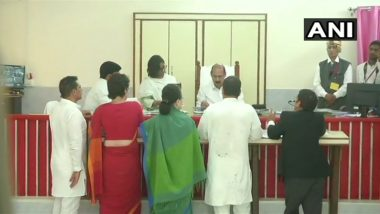 Lok Sabha Elections 2019: अमेठी येथून राहुल गांधी यांचा उमेदवारी अर्ज दाखल, प्रियंका गांधी, रॉबर्ट वाड्रा यांच्यासोबत रोड शो