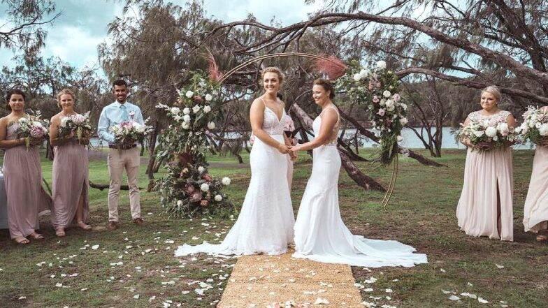 प्रेमाला बंधन नसते: दोन महिला क्रिकेटपटू अडकल्या विवाहबंधनात; पारंपरिक पद्धतीने थाटात पार पडला विवाहसोहळा (पहा फोटो)