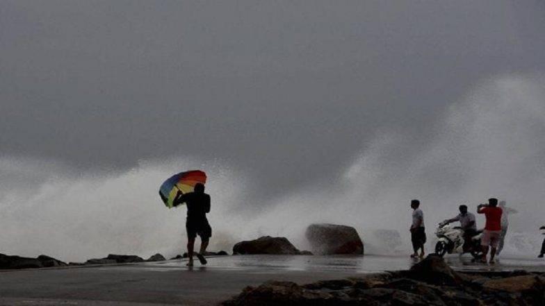 मुंबई, ठाणे परिसरात वीजेच्या कडकडाटांसह पावसाला सुरुवात