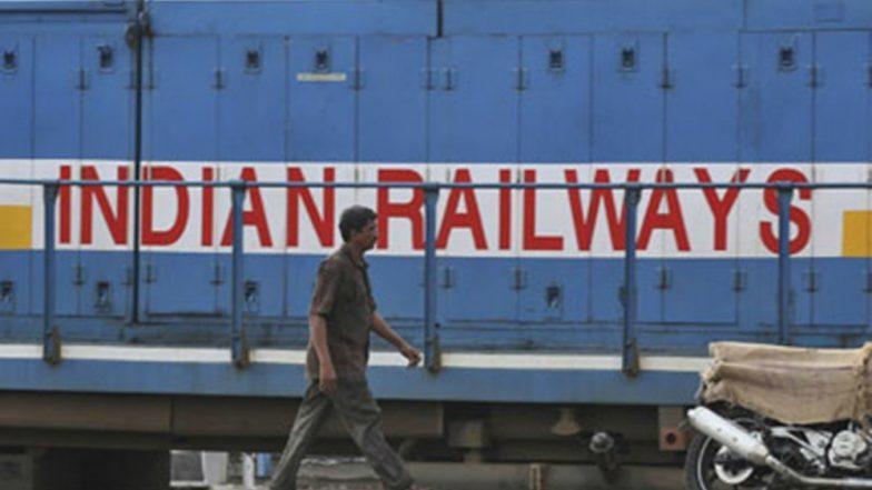 राजधानी एक्सप्रेसमध्ये दारू पिताना पकडले गेले रेल्वे अधिकारी; गुन्हा दाखल