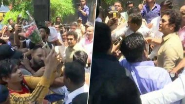 Happy Birthday Sachin:  46 व्या बर्थ डे दिवशी सचिन तेंडुलकरने राहत्या घराबाहेर रसिकांच्या शुभेच्छांचा केला स्वीकार