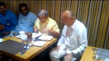 प्रकाश आंबेडकर आणि सुशीलकुमार शिंदे यांची अचानक भेट; राजकीय वर्तुळात चर्चेचा विषय (Video)
