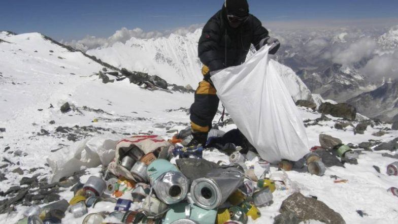 माऊंट एव्हरेस्ट येथून उचलला तब्बल 3000 किलो कचऱ्याचा साठा