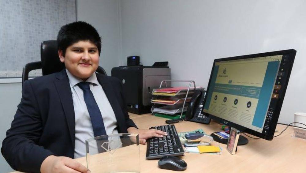 लंडन: भारतीय वंशाचा अवघा 15 वर्षीय रणवीर सिंग साधू ब्रिटन मधील Youngest Accountant
