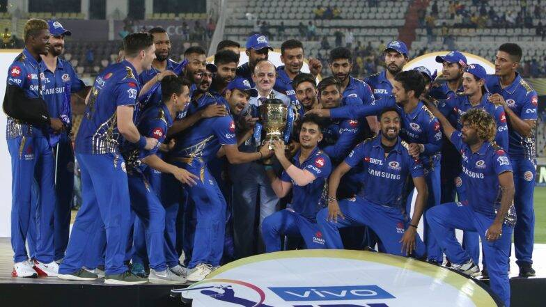 IPL 2019 Final: आयपीएल 12 च्या विजेतेपदाला गवसणी घातल्यानंतर रोहित शर्मा आणि युवराज सिंग यांचे हटके डान्स सेलिब्रेशन (Watch Video)