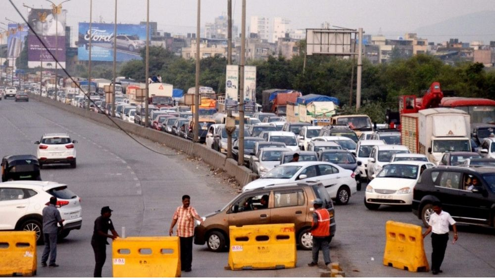 मुंबई: घाटकोपर मधील पूर्व-पश्चिम जोडणारा पूल पूर्वसुचनेशिवाय बंद, नागरिक सहन करतायत वाहतूक कोंडीचा त्रास