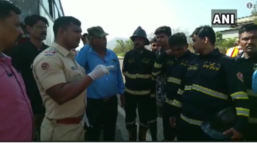 Mumbai Pune Expressway Bus Accident: मुंबई पुणे महामार्गावर बस धडकल्याने  भीषण अपघात, 2 जण ठार, 20 जण जखमी