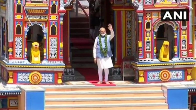 केदारनाथ नंतर आज नरेंद्र मोदी यांनी घेतले  बद्रीनाथ मंदिरात दर्शन
