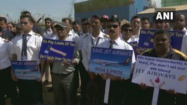 मुंबई: जेट एअरवेज कर्मचार्यांचे आझाद मैदान येथे आंदोलन