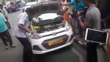 Andhra Pradesh: कारच्या बोनेटमध्ये सापडला आठ फुटाचा साप; बघ्यांची गर्दी, प्रवाशांमध्ये घबराट