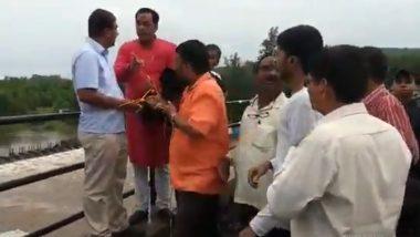रत्नागिरी: जगबुडी नदीवरील पुलाचा जोडरस्ता खचला, नागरिकांनी रागाने अधिकाऱ्यांनाच पुलाला बांधलं (Watch Video)