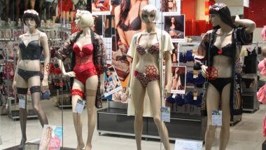 मुंबई: दुकानाबाहेरील अनधिकृत पुतळ्यांवरुन शिवसेना आक्रमक; महिला कार्यकर्त्यांनी हटवले Mannequins