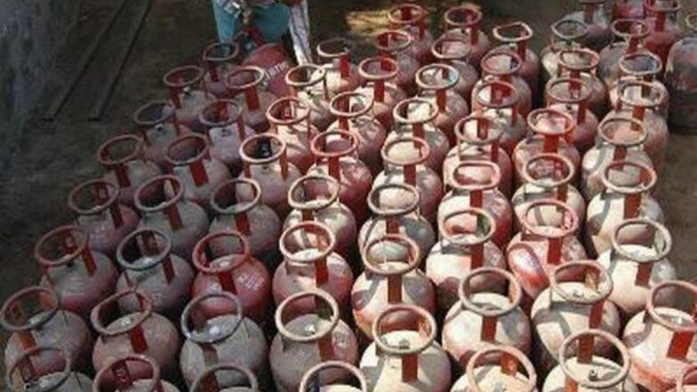 खुशखबर! मोदी सरकारची जनतेला मोठी भेट; घरगुती LPG गॅस सिलेंडर ची किंमत झाली कमी, जाणून घ्या नवे दर