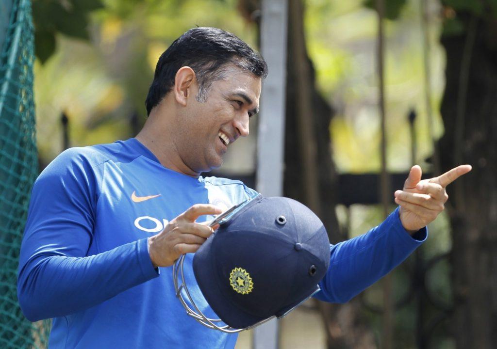 ICC World Cup 2019: भारत-न्यूझीलंड सामना पाण्याखाली, तरीही धोनी ने आपल्या कृत्याने जिंकली चाहत्यांची मन (Video)