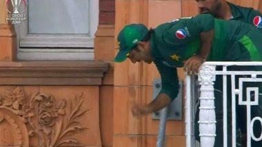 ICC World Cup 2019: Lords च्या बालकनीत लटकला पाकिस्तानी कर्णधार सर्फराज अहमद, मिम्स बघून व्हाल लोटपोट