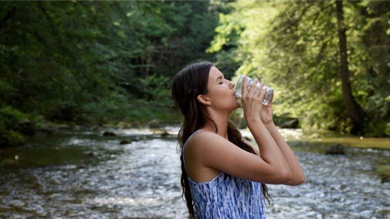 अशा पद्धतीने पाणी प्यायल्यास आरोग्यावर होऊ शकतात विपरित परिणाम