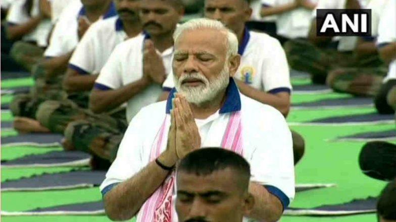 International Yoga Day 2019: तब्बल 40,000 लोकांसोबत योगसाधनेला बसले पंतप्रधान नरेंद्र मोदी