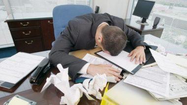 ऑफिसच्या कामाचा ताण आल्यास 'या' गोष्टी करा, आरोग्यासंबंधित समस्या उद्भवणार नाहीत
