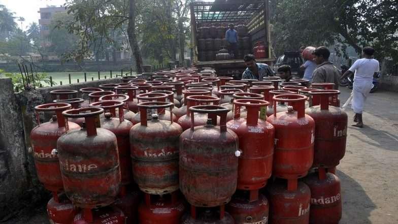 दुष्काळात तेरावा महिना; घरगुती सिलिंडरच्या किंमती वाढल्या; LPG Gas तब्बल 25 रुपयांनी महागला