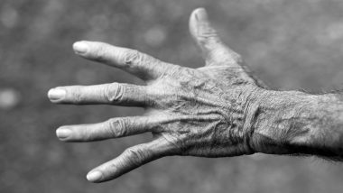 अकाली सुरुकुत्यांनी त्रस्त? या उपायांनी दूर करा वृद्धत्वाच्या खुणा आणि मिळवा नितळ त्वचा