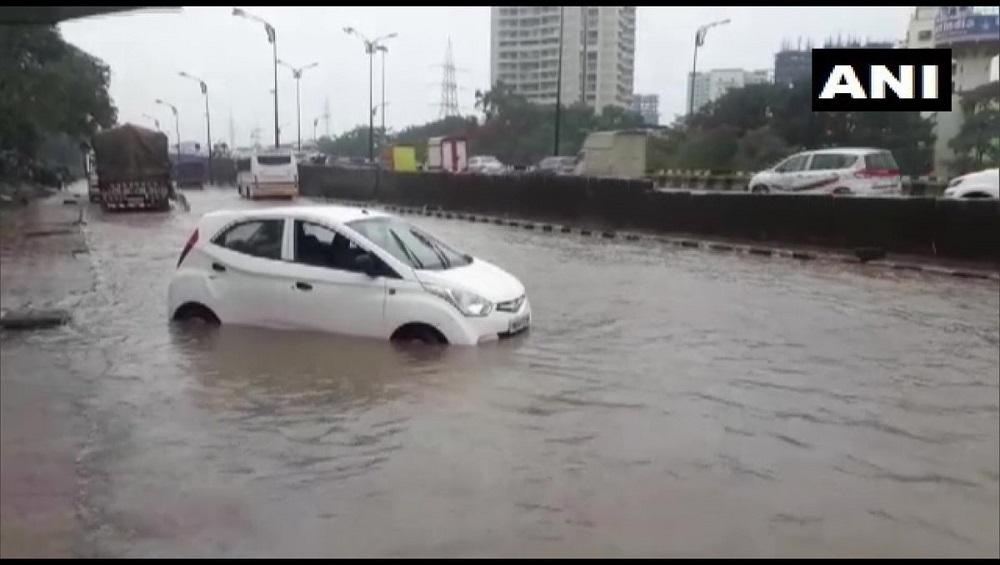 मुंबई: पाऊस, समुद्र भरतीमुळे अपत्कालीन स्थिती उद्भवल्यास BMC कडे संपर्क साधा ; करा 1996 आणि 101 या टोल फ्री क्रमांवर कॉल