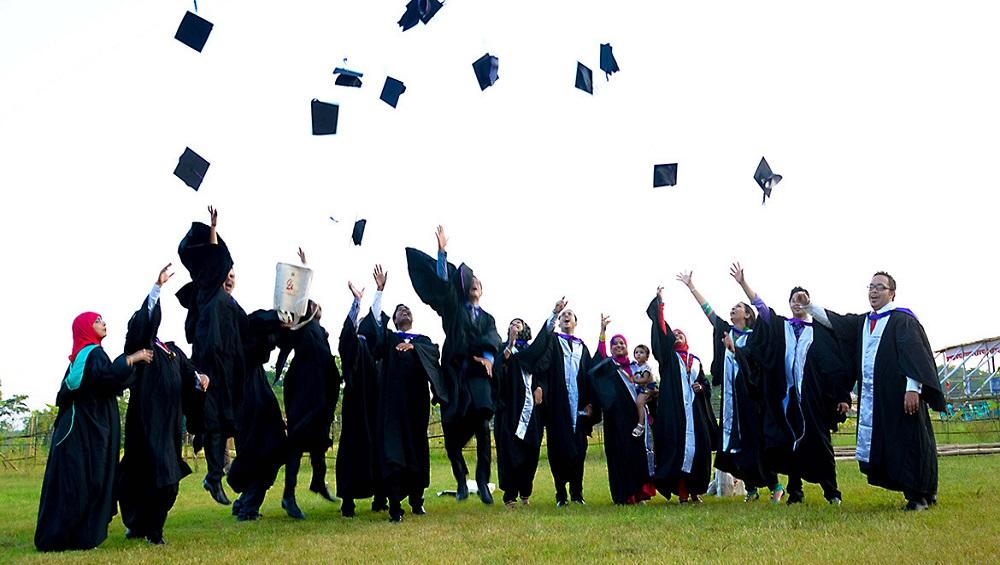 खुशखबर! एकाचवेळी अनेक पदव्या प्राप्त करण्याची संधी लवकरच उपलब्ध होणार; विचारविनिमय करण्यासाठी यूजीसीने नेमली समिती