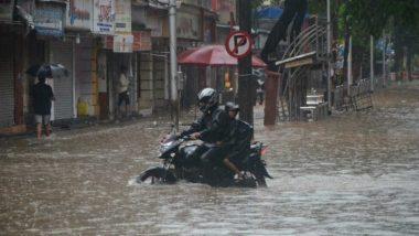 Mumbai Rain: मुंबईत सुरु असलेल्या अतिमुसळधार पावसामुळे नागरिकांना सतर्कतेचा इशारा, शाळांना सुट्टी जाहीर