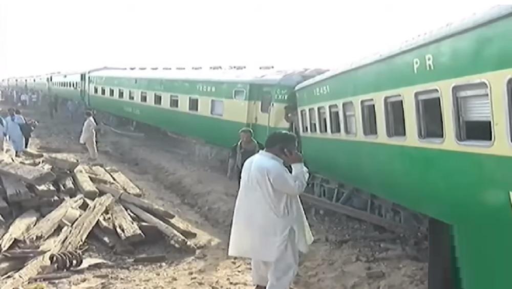 Pakistan train crash: पाकिस्तानात रेल्वेची समोरासमोर धडक; 11 ठार, 60 गंभीर जखमी