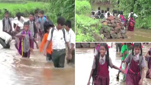 ठाणे: बांगरवाडी मधील शाळकरी मुलांचा जीवघेणा संघर्ष, शाळेत जाण्यासाठी गुडघाभर पाण्यातून मार्ग