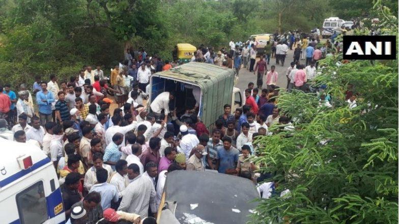 कर्नाटक येथे रिक्षा आणि बसचा भीषण अपघात, 12 जणांचा मृत्यू तर 20 पेक्षा अधिक जखमी