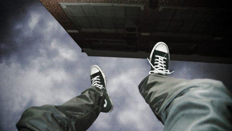 ठाणे: सहाव्या मजल्यावरून तरूणीचा आत्महत्येचा हाय व्होल्टेज ड्रामा; अग्निशमन दलाच्या अधिकार्यांनी वाचवले प्राण
