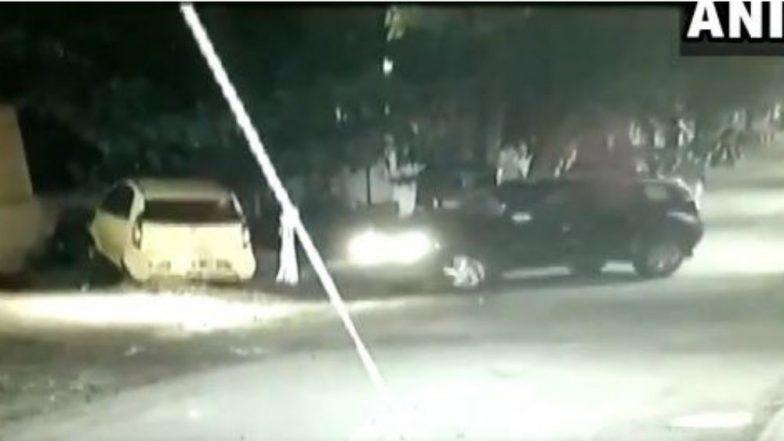 पुणे: रस्त्यावर पार्किंग केलेल्या गाड्यांना महिला चालकाने धडक देत केले 3 कारचे नुकसान, CCTV मध्ये व्हिडिओ कैद (Watch Video)