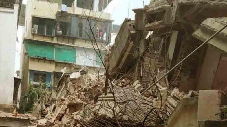 मुंबई: क्रॉफर्ड मार्केट मध्ये इमारतीचा भाग कोसळला, 4 ते 5 जण अडकल्याची शक्यता