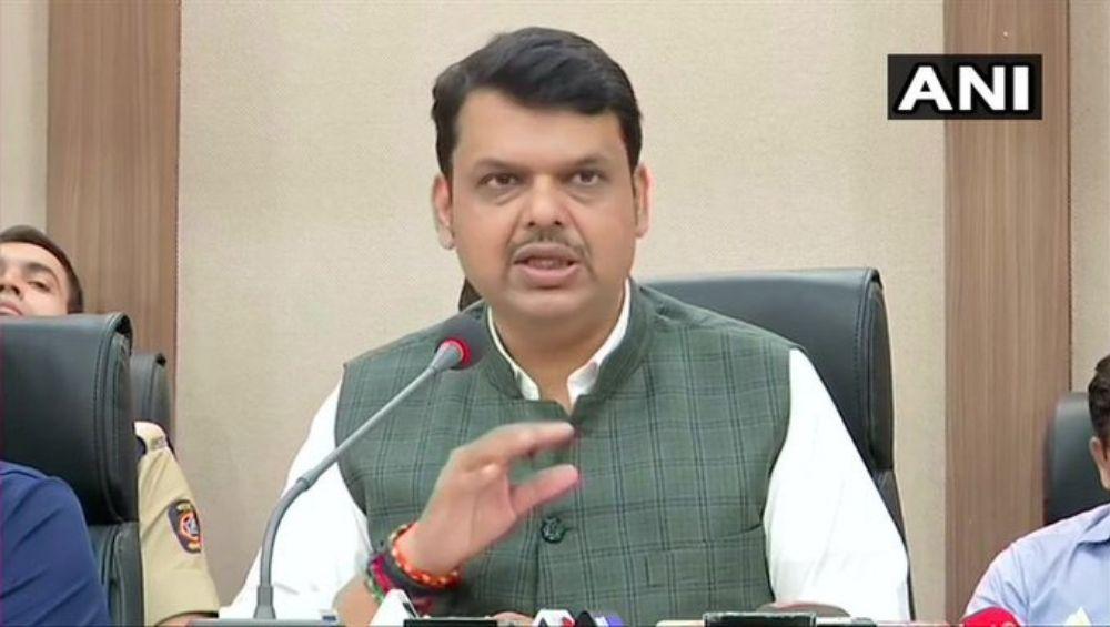 Maharashtra Floods 2019:  मुख्यमंत्री देवेंद्र फडणवीस यांच्या सह कॅबिनेट मंत्र्यांनी पूरग्रस्तांसाठी दान केला महिन्याभराचा पगार; राज्याकडून 6813 कोटींची मदत जाहीर