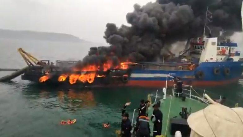 विशाखापट्टनम: कोस्ट गार्डच्या जहाजाला भीषण आग; 28 लोकांची सुखरूप सुटका, एक बेपत्ता (व्हिडिओ)
