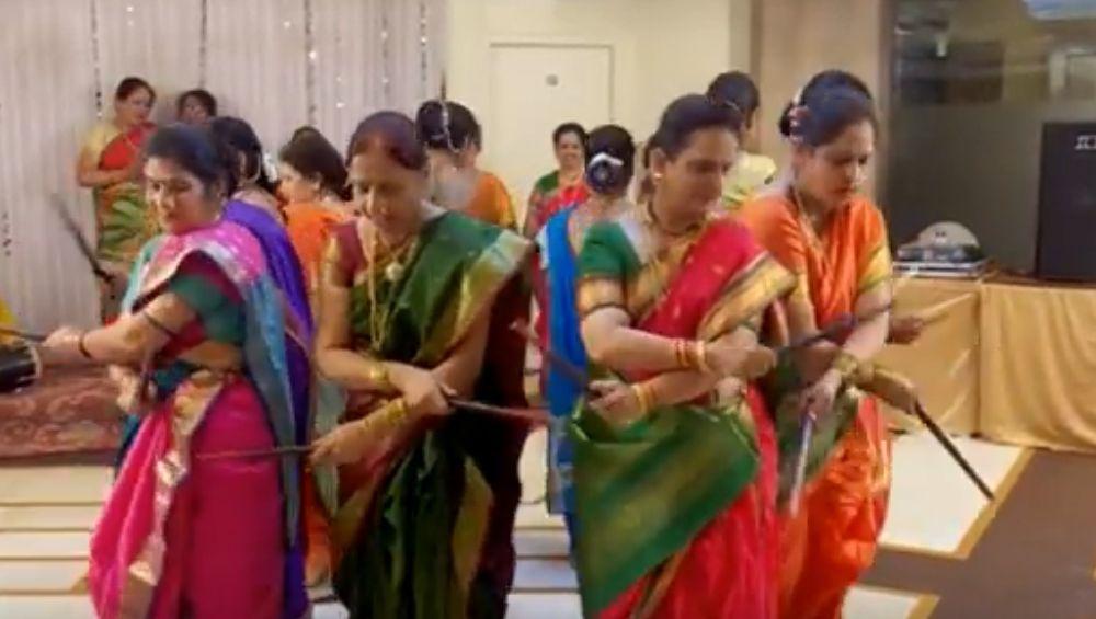 Manglagaur 2019 Ukhane: मंगळागौरीच्या दिवशी पतिराजांचे नाव खास स्टाईल मध्ये घेण्यासाठी हे भन्नाट मजेशीर उखाणे