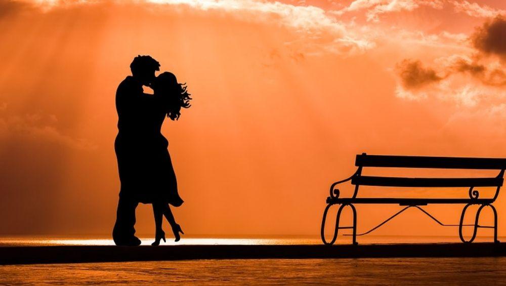 Types Of Kisses: जोडीदारासोबतचे नाते आणखी घट्ट करण्यास मदत करतील हे 7 प्रकारातील चुंबन