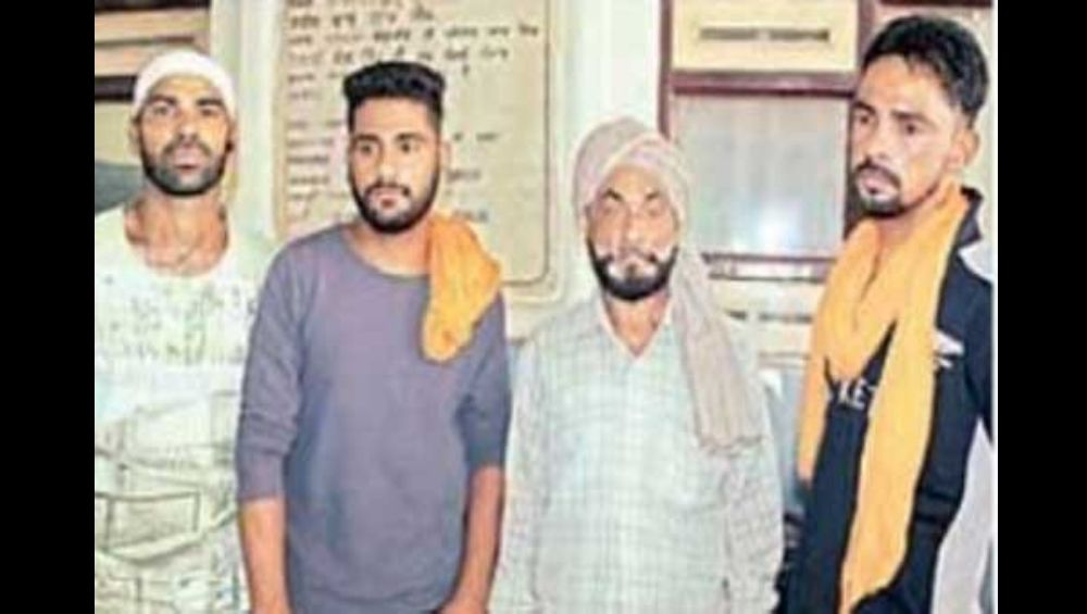 धक्कादायक! तीन पोलिसांकडून 65 वर्षीय पुरुषावर लैंगिक अत्याचार; सलग तीन दिवस चालू होता शारीरिक छळ