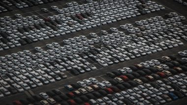 गाडी खरेदी करण्यासाठी हाच उत्तम वेळ, कंपन्या देतायात बंपर डिस्काउंट