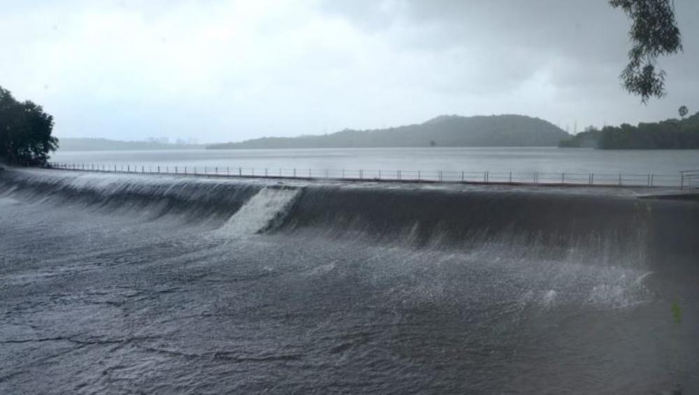मुंबईकरांनो पाण्याची चिंता नको!  पाणीपुरवठा करणार्या तलावांच्या पाणलोट क्षेत्रात ऑक्टोबर पर्यंत पुरेल इतका साठा जमा