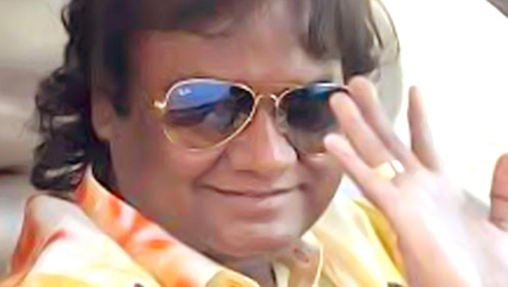 प्रसिद्ध गायक आनंद शिंदे यांच्या वाहनाला अपघात, थोडक्यात बचावले