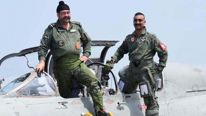 विंग कमांडर अभिनंदन वर्थमान दुखापतींवर मात करून पुन्हा सेवेत रूजू; एअर फोर्स प्रमुख बी.एस.धनोआ सोबत उडवले मिग-21