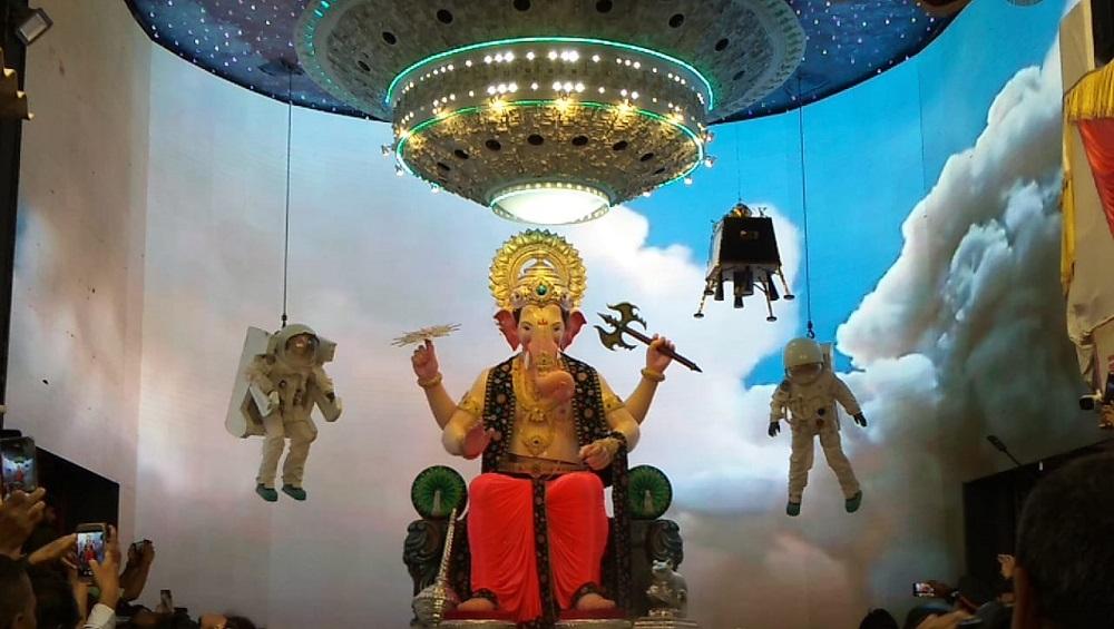 Lalbaugcha Raja 2019 LIVE Mukh Darshan Day 4: लालबागचा राजा मुखदर्शन, आरती, आरास लाईव्ह पाहा; भक्तीरसात घरबसल्या चिंब व्हा!