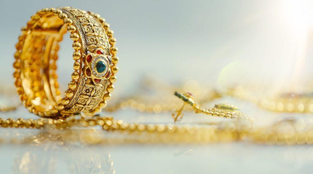 Gold and Silver Rate Today: दिवाळी पूर्वी सोनं, चांदी खरेदीचा  विचार करताय? पहा आजचा मुंबई, पुणे सह राज्यातील प्रमुख शहरातील दर