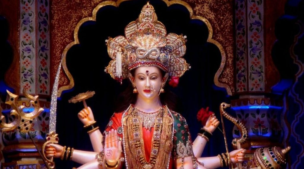 Navratri 2019: 'दगडी चाळीची आई माऊली', 'टेंभी नाका दुर्गेदुर्गेश्वरी' सह मुंबई, ठाणे मध्ये या सार्वजनिक नवरात्र मंडळांमध्ये खास असतो शारदीय नवरात्रोत्सव; पहा तेथे कसे पोहचाल?